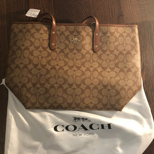 Coach Signature Zip Tote F36876 Brand new with tag